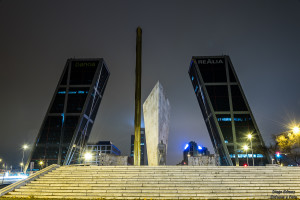 torres kio madrid nocturna enfoque y foto para facebook