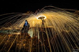 exposición cuando cae la noche comienza la magia lana de acero