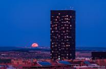 Luna en hora azul